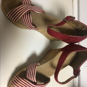 TOMS red striped wedges